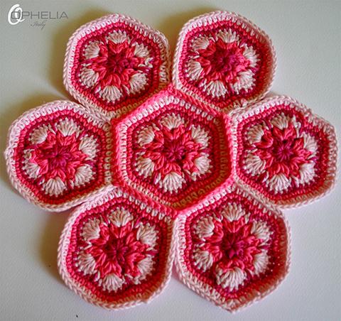 Scopri come realizzare un coloratissimo puntaspilli all 39 uncinetto - Piastrelle esagonali uncinetto ...