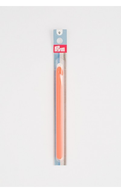 Crochet hook US M/13 in colored plastic