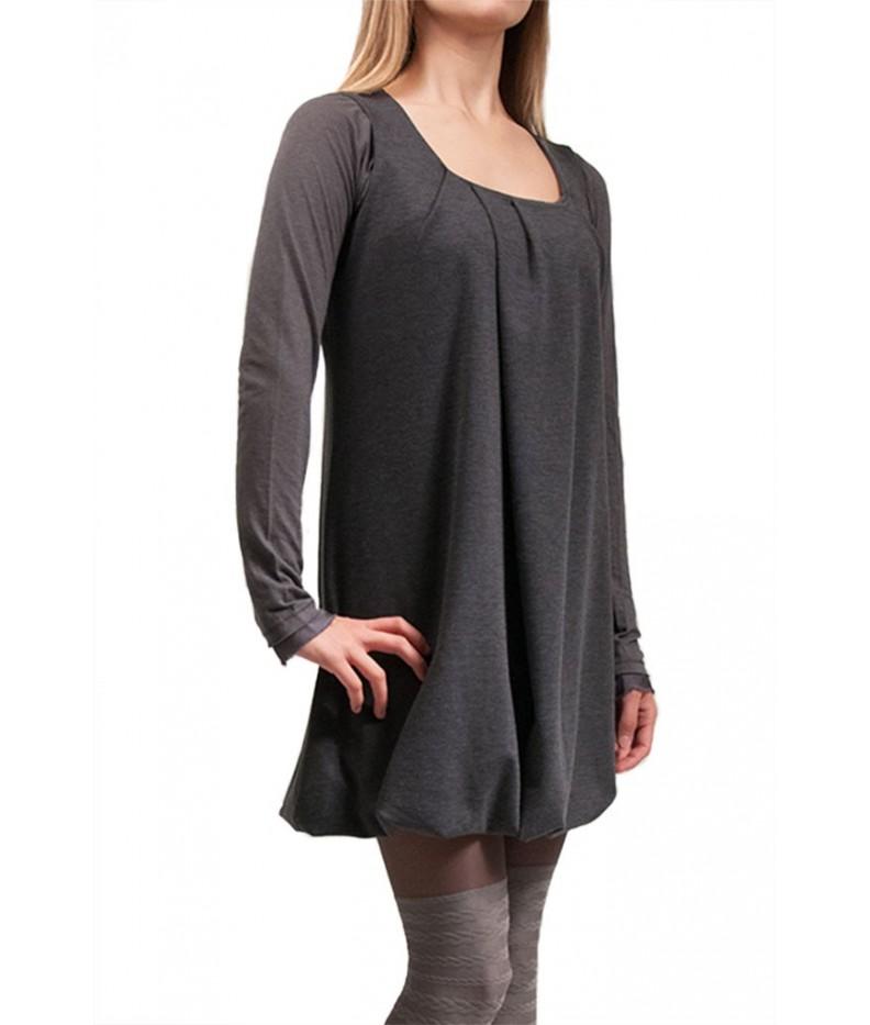 Dress sleeveless neckline