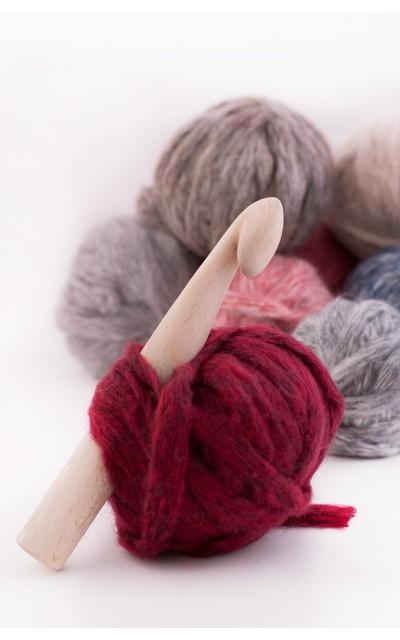Crochet hook in wood 30mm